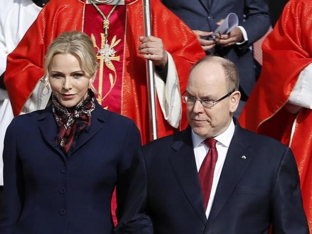 Charlène zeigt sich innig kuschelnd mit Albert - doch ihre Erscheinung gibt Grund zur Sorge
