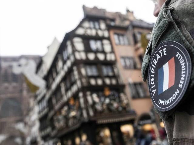 Unruhe im Nachbarland: Französische Militärs warnen vor Bürgerkrieg