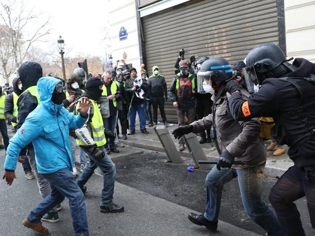 """Gelbwesten""-Proteste: Hunderte Festnahmen in Paris, Krawalle befürchtet"
