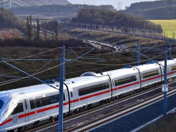 ICE bleiben reihenweise stehen: Ausfälle und Pannen: Fiasko beim Fahrplanwechsel der Bahn