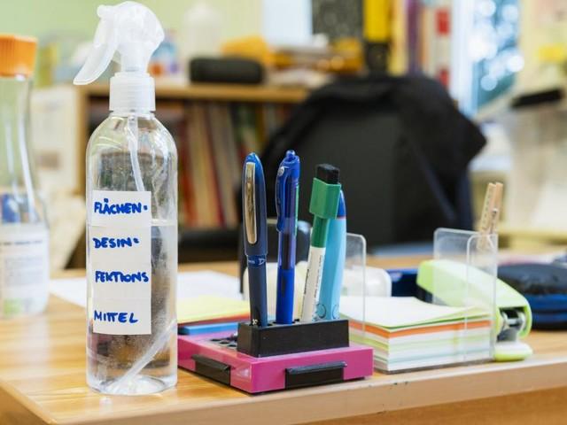Mehr Tests – und eine Debatte über die Schulschließungen
