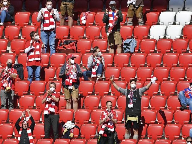 Zuschauer im Fußballstadion: Geimpft, genesen, getestet, verwirrt