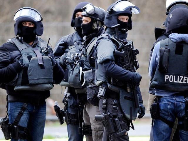 Polizisten werden zu Ruhestörung gerufen – Dann stürmt das SEK die Wohnung