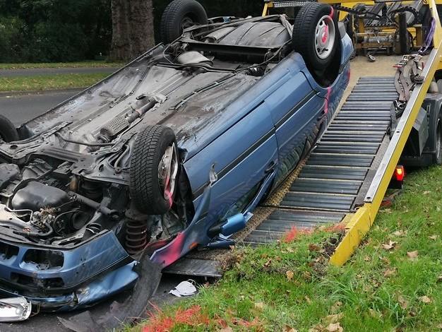 Unfall in Köln: Auto kommt von Straße ab und überschlägt sich – Fahrer schwer verletzt
