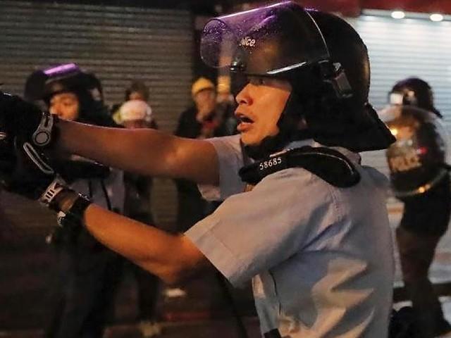 Nach Wasserwerfern und Tränengas - Hongkong-Demos eskalieren: Polizist feuert erstmals Schuss ab