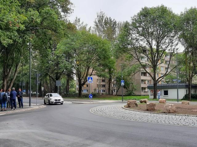Verkehr: Neuer Kreisverkehr an der Flughafenstraße sorgt für besseren Verkehrsfluss
