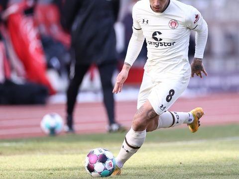 Transfers: Eintracht Frankfurt verleiht Zalazar an Schalke