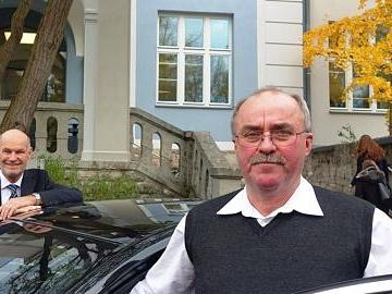 Ein Chauffeur der alten Schule geht in Ruhestand