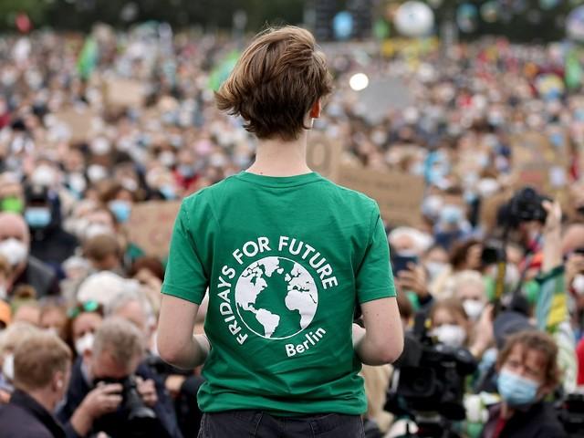Thunberg spricht bei Klima-Demo: Tausende ziehen vor den Reichstag