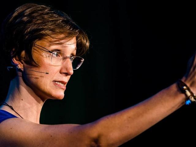 Weltrekord aus dem Stegreif: Titel bei Wettstreit der Redner für Kerstin Brenner-Schmiege aus Linz