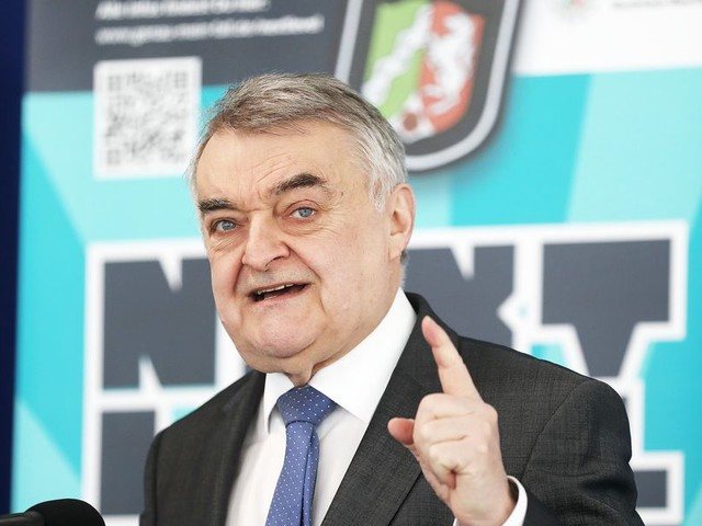 Reul: Laschet kann auch nach Wahl-Niederlage Regierungschef in NRW bleiben