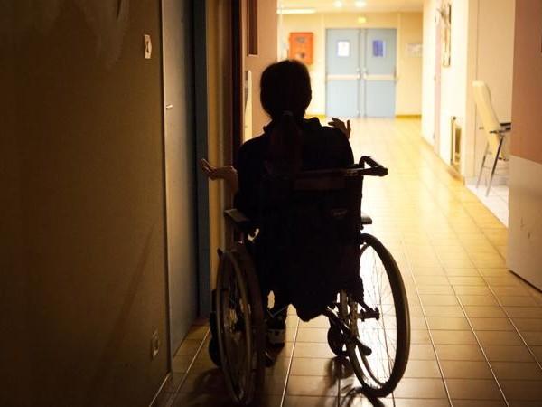 """Nach Fehldiagnose: Frau wird zum """"Stein""""-Menschen"""