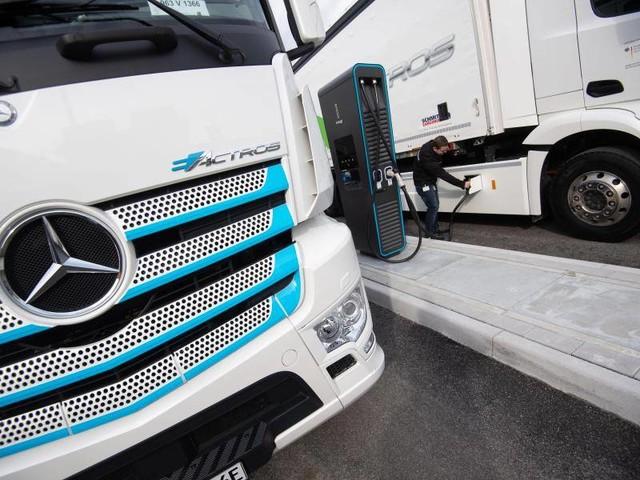 Mobilitätswende: Mercedes-Benz präsentiert ersten elektrischen Serien-Lkw