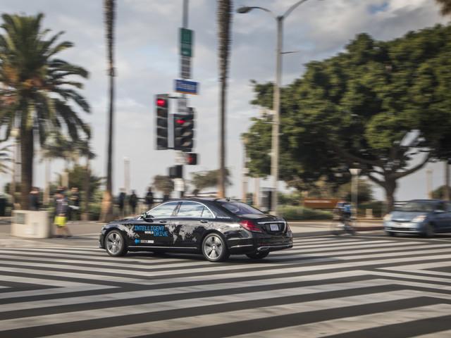 Daimler steigt ins Geschäft mit Robo-Taxis ein