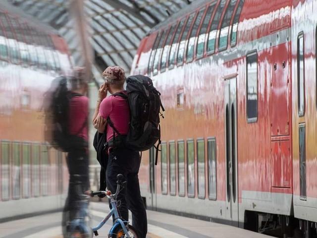 Bundesweite ÖPNV-Aktion: Besitzer von Abo-Karten fahren im September gratis Bus und Bahn