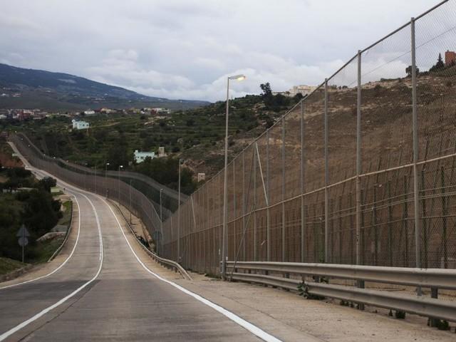 Rund 200 Migranten stürmen Grenzzaun zu spanischer Exklave Melilla