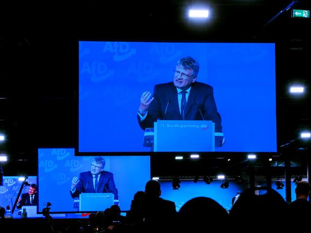 Verfassungsschutz will AfD beobachten: Vorhang zu fürs rechte Kasperletheater