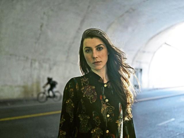 Konzert: Julia Holter in der Manufaktur: Vertrackt, zerhackt, gedudelsackt