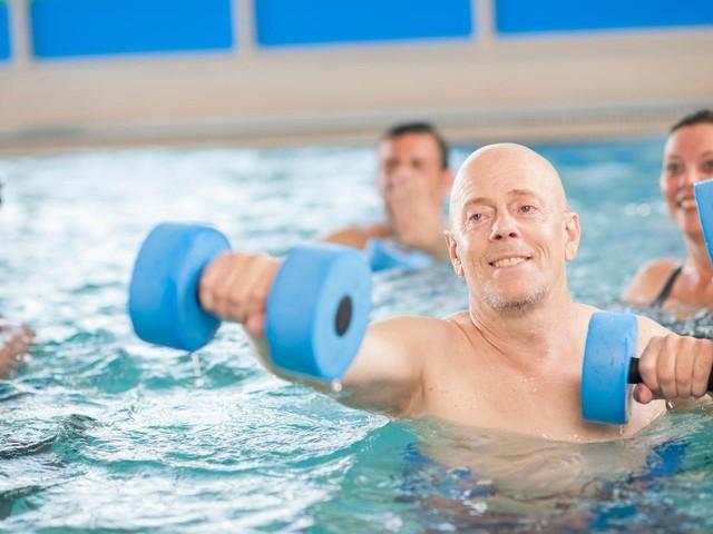 Ins Wasser, marsch!: Aquajogging: Warum das Ganzkörper-Workout mehr ist als sinnloses Herumhüpfen