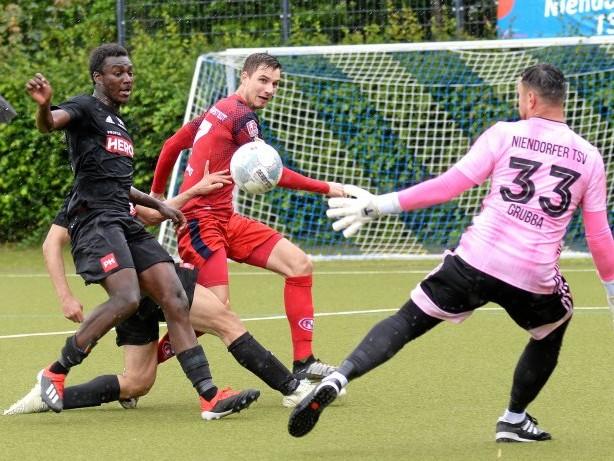 FUSSBALL: 2:1 – Eintracht kämpft sich in die zweite Runde