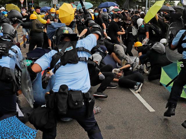 Hongkong: Polizei geht mit Gewalt gegen Demonstranten vor