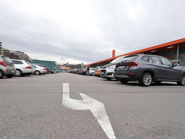 SUV-Kracher: Erster Bürgermeister greift bei Parkgebühren durch - weitere Städte könnten folgen