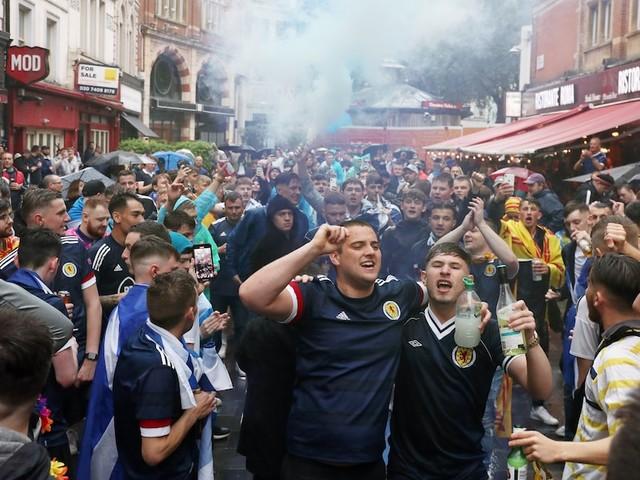 Fußball-EM - England - Schottland im Live-Ticker: Zahlreiche Schotten stürmen London