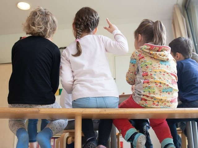 Streit über Schulen und Kitas - Wie ansteckend sind Kinder?