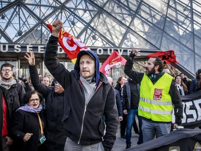Eingang zum Louvre blockiert: Touristen erzürnt