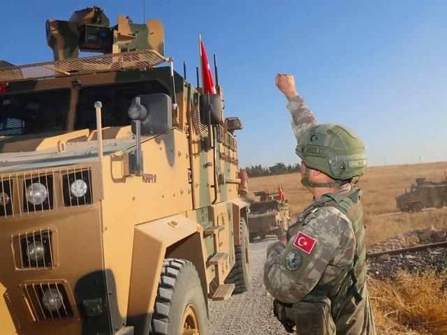 Offensive geplant: Türkei verlegt Truppen an syrische Grenze