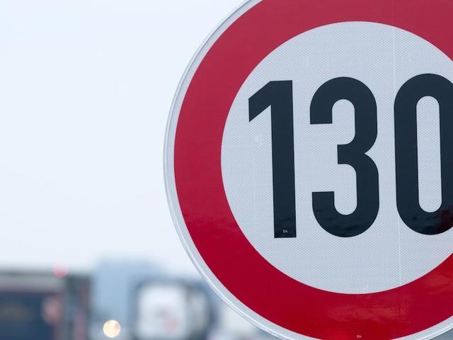 Umstrittenes Thema - Mehrheit der Autofahrerinnen und Autofahrer lehnt Autobahn-Tempolimit ab