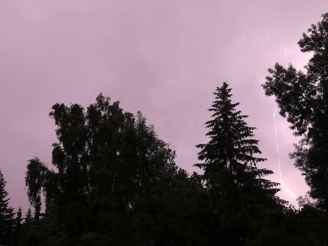Neue Unwetter-Warnungen in Deutschland: Sturm und Starkregen am Montag