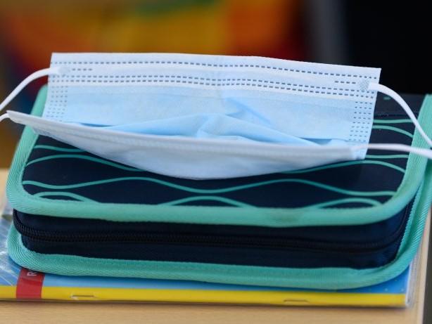 Schule: Trotz Corona-Zahlen: NRW schafft Masken im Unterricht ab