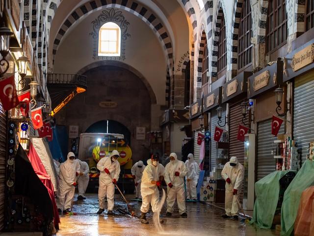 Großer Basar in Istanbul nach Corona-Pause wieder geöffnet