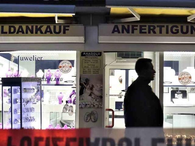 Überfall in Düsseldorf-Benrath: Passanten stoppen Räuber nach Überfall auf Juwelier