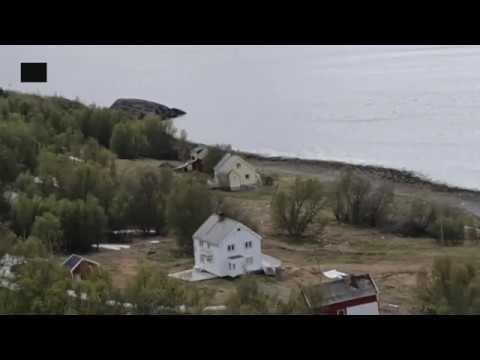 Riesige Schlammlawine reisst 8 Häuser ins Meer