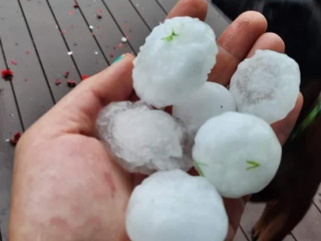 Tennisballgroße Hagelkörner: Schwere Unwetter in Österreich