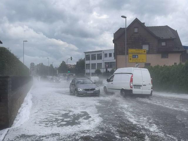Unwetter in Baden-Württemberg: Land unter im Südwesten – Straßen und Keller unter Wasser