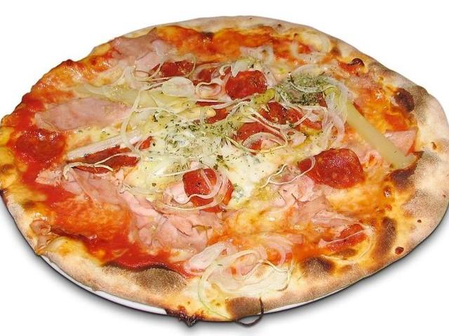 Dreiste Einbrecher bereiten sich in Schulküche Pizza zu