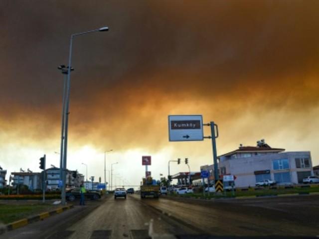 Mindestens drei Tote bei Waldbränden im Süden der Türkei