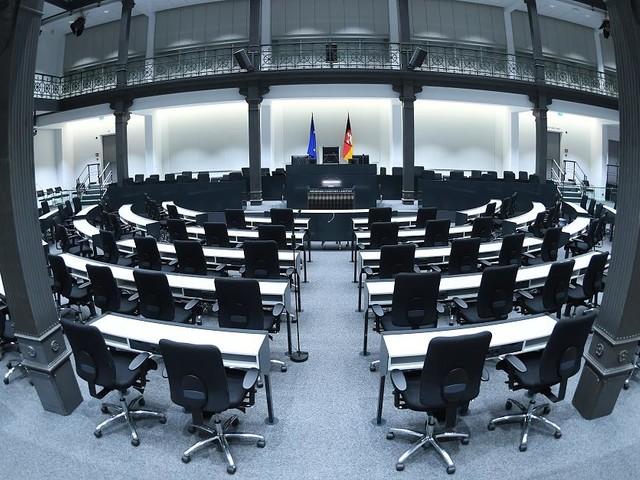 Neuwahlen am 15. Oktober - Niedersächsischer Landtag beschließt Selbstauflösung
