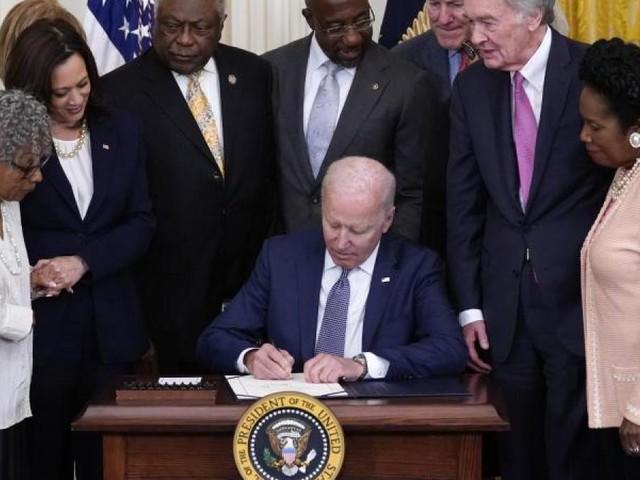 Biden unterzeichnet Gesetz für Feiertag zum Sklaverei-Ende