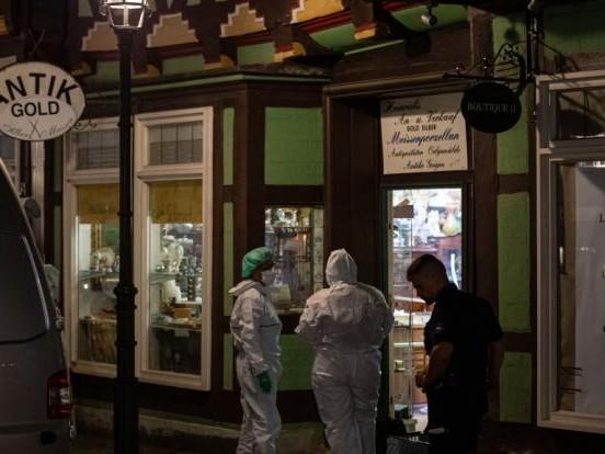 Bewaffneter Raubüberfall in Celle: Mitten am Tag! 2 Juwelenräuber durch Schüsse gestorben