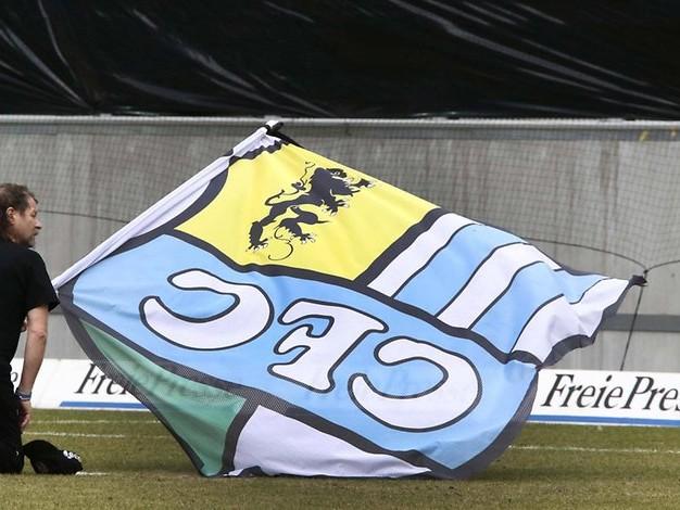 BFC Dynamo - Chemnitzer FC: Polizei verbietet Trauertransparente bei Risikospiel