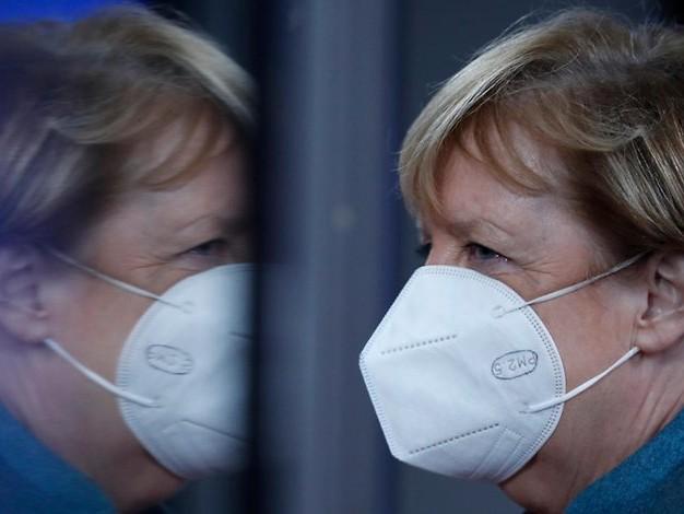 Auf dem Drahtseil: Angela Merkels wackelige Lockdown-Logik