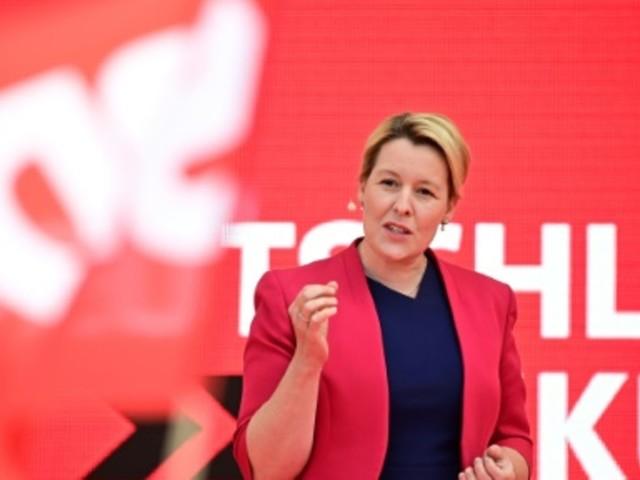 Spitzenkandidaten der Berlin-Wahl liefern sich Schlagabtausch zum Thema Wohnraum