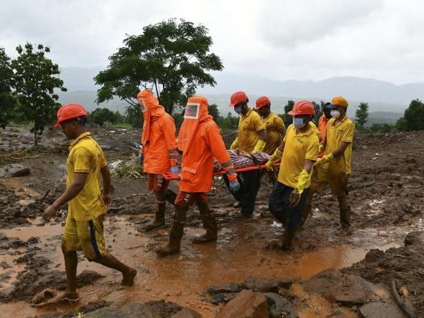Erdrutsche und Überschwemmungen in Indien - mehr als 120 Tote
