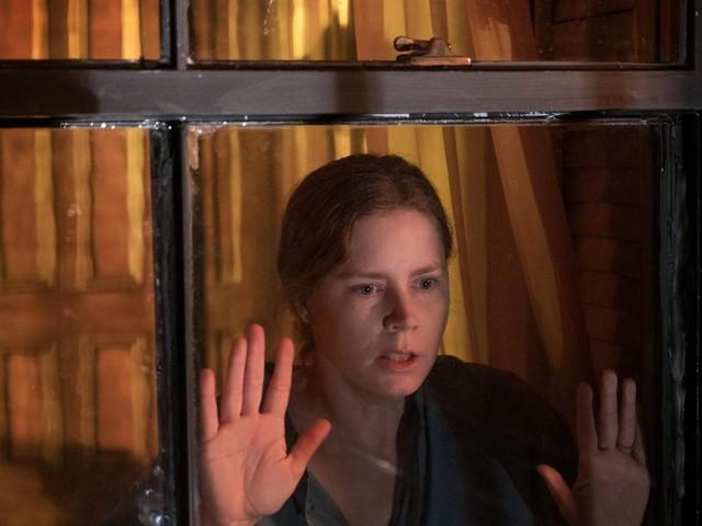 """""""The Woman in the Window"""": Sie beobachtet einen Mord, doch niemand glaubt ihr - das Hörbuch zum Netflix-Film"""