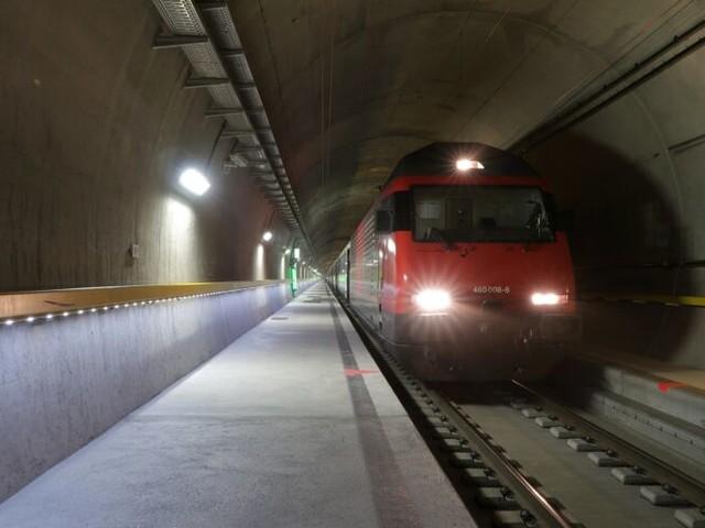 Zu voll für Gotthard-Tunnel: Bahn setzt Passagiere aus