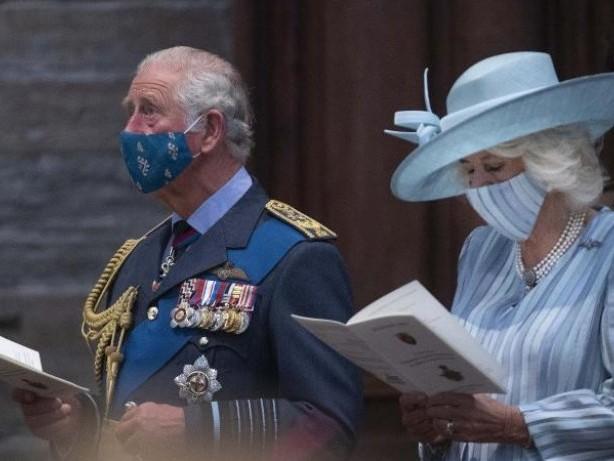 Adel: Royals im 007-Fieber: Charles und William bei Bond-Premiere